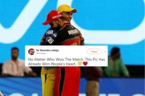 This Photo of Dhoni and Kohli Hugging is Warming Hearts on the Internet