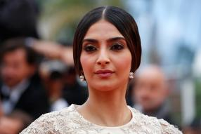 Sonam Kapoor Makes a Statement in Ethnic Outfit Teamed With Interesting Checkered Juttis; See Pics
