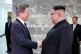 Leaders of Two Koreas Hold Surprise Meet as Trump Revives Hopes of Summit With Kim Jong