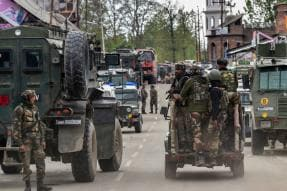 Centre Rushes in 100 Companies of Paramilitary Forces to Kashmir as Crackdown Continues