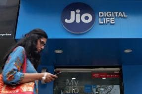 Jio Fastest Global Operator to Reach 300 Million Users, Revenue Grows 92.7 Percent YoY