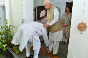 Day After Mandate, Modi Visits 'Margdarshaks' Advani and MM Joshi to Seek Blessings