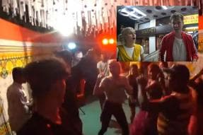 Watch: These Videshi Vloggers 'Crashed' a Mumbai Wedding but Ended up Dancing to Desi Beats