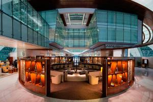 Spectacular Photos of Emirates Business Class Lounge in Dubai