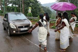 Devotees Stop Women From Entering Sabarimala Temple