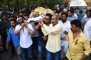 Veeru Devgan's Funeral: SRK, Ash, Sunny Deol & Others Offer Condolences to Ajay Devgn & Kajol