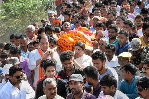 Smriti Irani in Amethi: Attends Funeral Of BJP Worker, Vows to Seek Death for Killer
