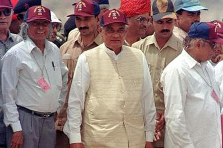 Narasimha Rao Passed on a Chit to Vajpayee During His Swearing-in. Here's Why