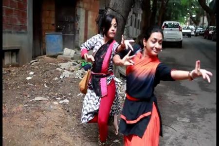 Watch | Bengaluru's Dug up Footpaths Are So Bad, Women Performed Bharatanatyam on Them