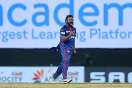 IPL 2021: Amit Mishra Picks 4 Wickets to Set Up Delhi Capitals' Rare Win Over Mumbai Indians