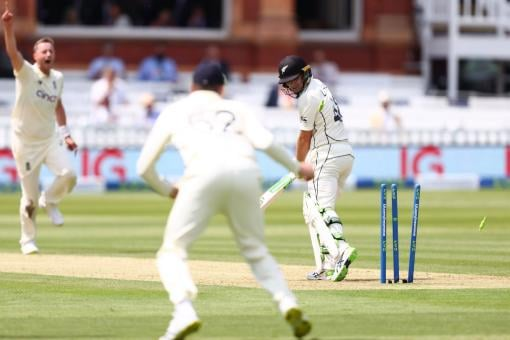 ENG vs NZ Live Cricket Score, 1st Test, Day 1: New Zealand 85/1 at Lunch; Debutant Devon Conway 43*