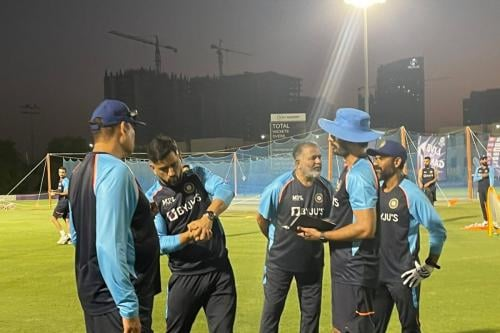 MS Dhoni Completes Transition from CSK As India Begin Practice for T20 World Cup 2021