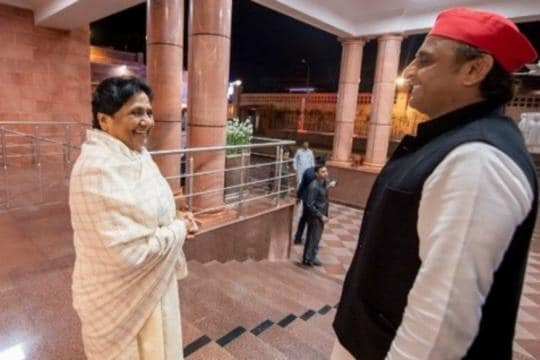 Day After Exit Polls Throw Up Divided Numbers for Uttar Pradesh, Akhilesh Pays Mayawati a Visit