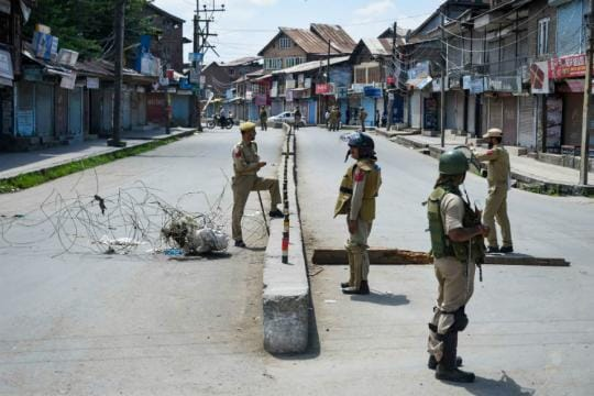 Jammu and Kashmir LIVE: 190 Valley Schools to Reopen After Fortnight of Lockdown, More Landlines Operational