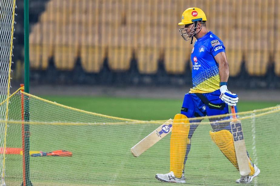 Dhoni Leaves Chennai as COVID-19 Puts IPL on Hold
