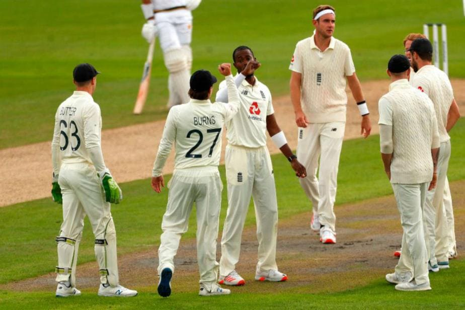 England vs Pakistan 2020: Pakistan Lose Two Early Wickets as England Take Control at Lunch