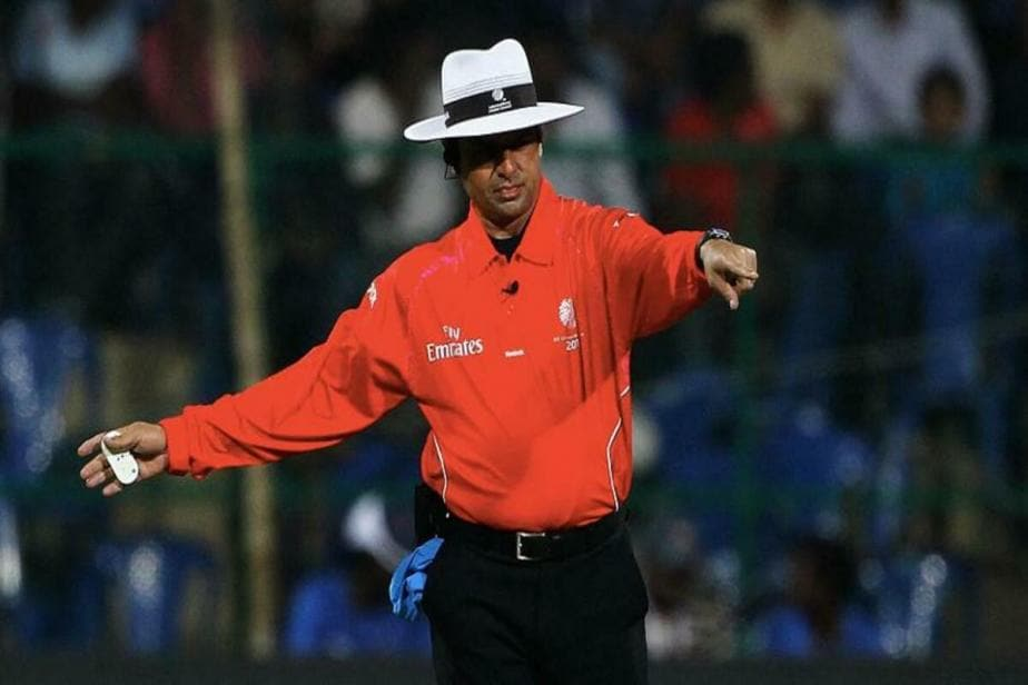PSL 2021: Umpire Aleem Dar Celebrating His Decision Review Challenge is Winning the Internet