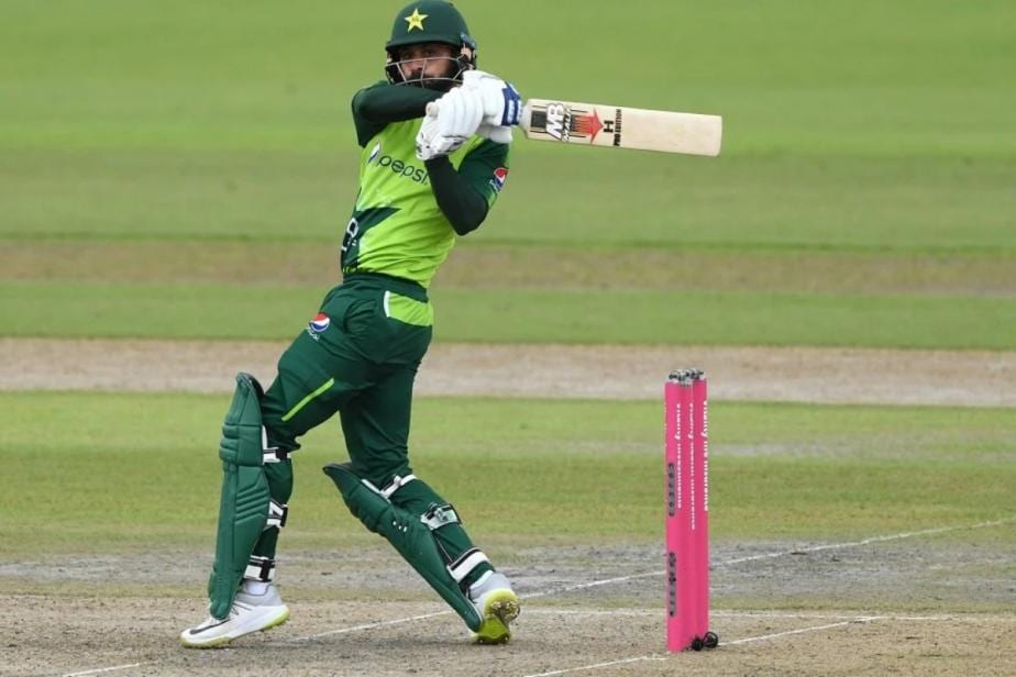 Mohammad Hafeez Says Commercial Flight to Blame for Covid-19 Cases in Pakistan Squad That Went to New Zealand