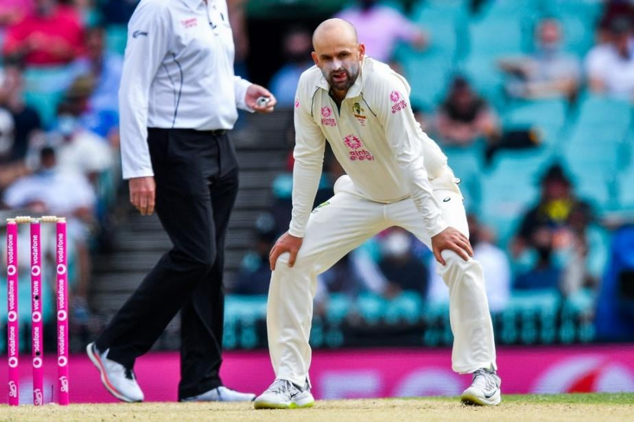 Ind vs Aus: 'Why On Earth Would You Not Have a Bat-Pad?' - Shane Warne Questions Nathan Lyon's Tactics