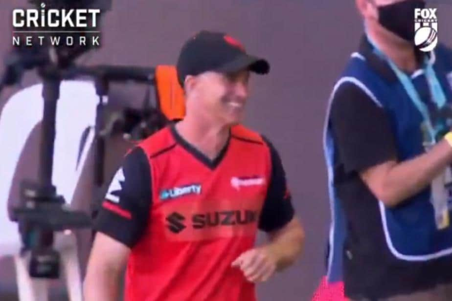 BBL 10: Melbourne Renegades Coach Michael Klinger Leaves Interview Midway to Complete this Stunning Catch