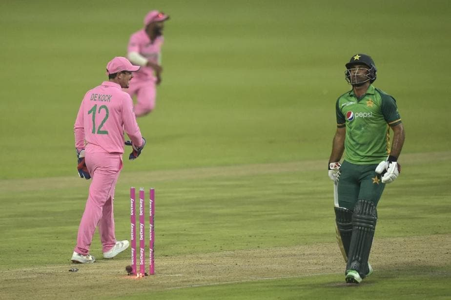 Shoaib Akhtar Asks Twitterati to Decide if Fakhar Zaman's Dismissal Was Righteous