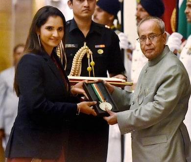 सानिया मिर्झाला 'खेलरत्न' पुरस्कार प्रदान