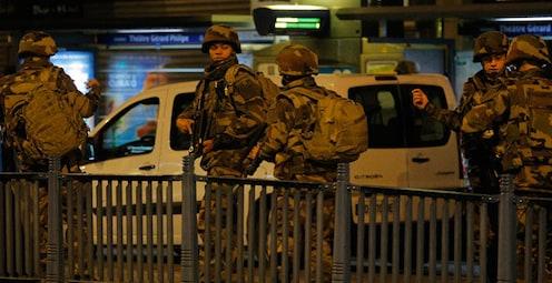 पॅरिसमध्ये गोळीबार : 7 दहशतवाद्यांना अटक, तर 3 जणांना कंठस्नान