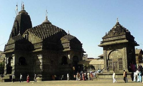 त्र्यंबकेश्वर मंदिराच्या गाभार्यात महिलांसह आता पुरूषांनाही बंदी