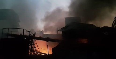 नवी मुंबईत दोन केमिकल कंपन्यांना मोठी आग, जीवित हानी नाही