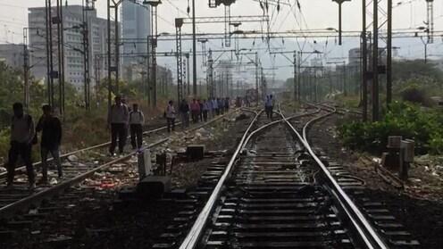 मुंबईत आज तीनही रेल्वे मार्गांवर मेगा ब्लॉक