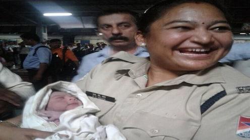 ठाणे रेल्वे स्थानकावर बाळाचा जन्म,बाळ-बाळंतीण सुखरूप