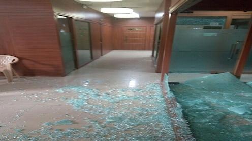 मुंबईच्या काँग्रेस कार्यालयात अज्ञातांकडून तोडफोड