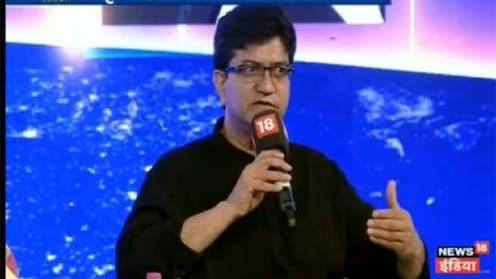 #News18RisingIndia : सोशल मीडियाच्या वापराचं 'माॅडेल' असू शकत नाही - प्रसून जोशी