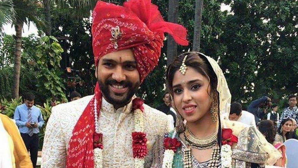 रोहित शर्माने त्याची बालमैत्रीण असणाऱ्या रितिका सजदेह सोबत लग्न केलं आहे. रितिका स्पोर्ट्स आणि  इव्हेंट मॅनेजर आहे आणि सोबतच रोहितच्या स्पोर्ट्स मॅनेजरचे सुद्धा काम ती करत आहे.