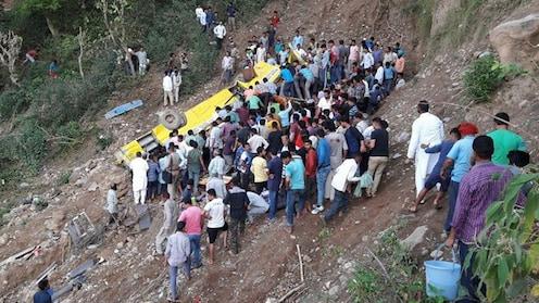 हिमाचल प्रदेशमध्ये शाळेची बस दीडशे फूट दरीत कोसळली, 30 जणांचा मृत्यू