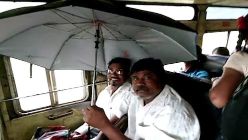 VIDEO : मौसम मस्ताना, छत्री उघडून बसमध्ये बसताना ?