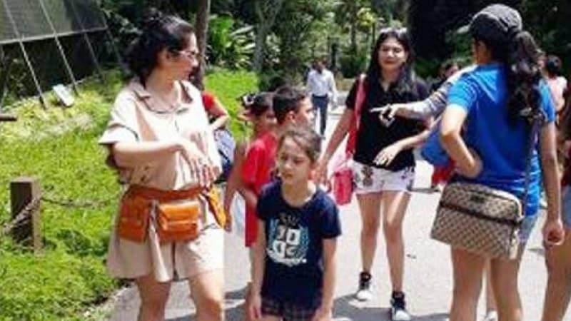मान्यताने सिंगापूमध्ये तिच्या मित्र-मैत्रिणींसोबतचे फोटोही शेअर केले आहेत.