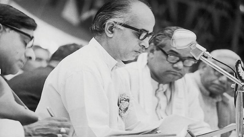 12 - 1977 साली न्यूयॉर्कमध्ये संयुक्त राष्ट्रसंघात हिंदीतून भाषण करणारे अटलजी पहिले भारतीय होते.
