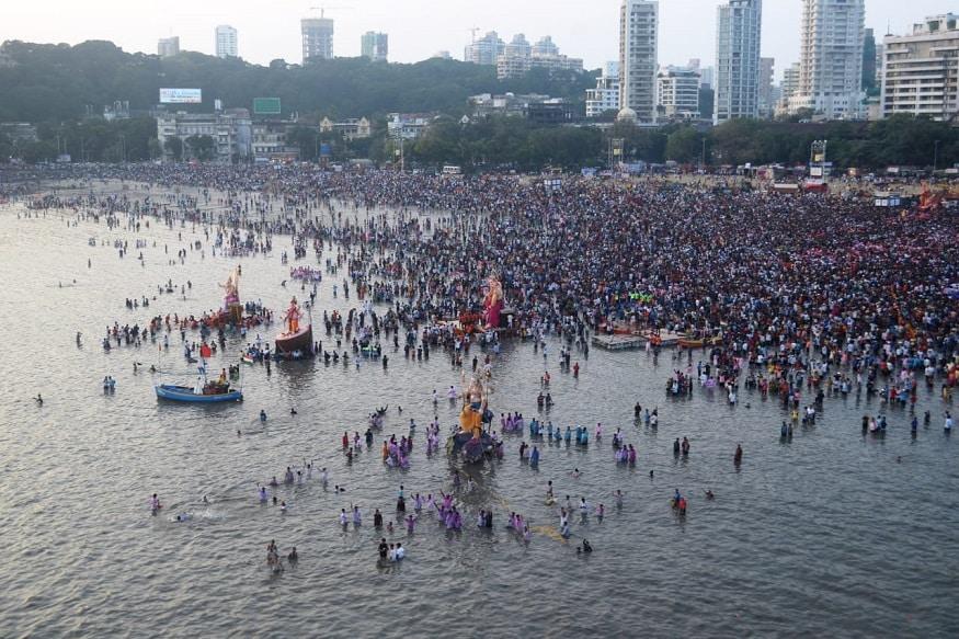 गिरगाव समुद्र किनाऱ्यावर आणि परिसरात मुंबई महापालिका आणि पोलीस प्रशासनाच्यावतीने चोख व्यवस्था उभारण्यात आली होती.