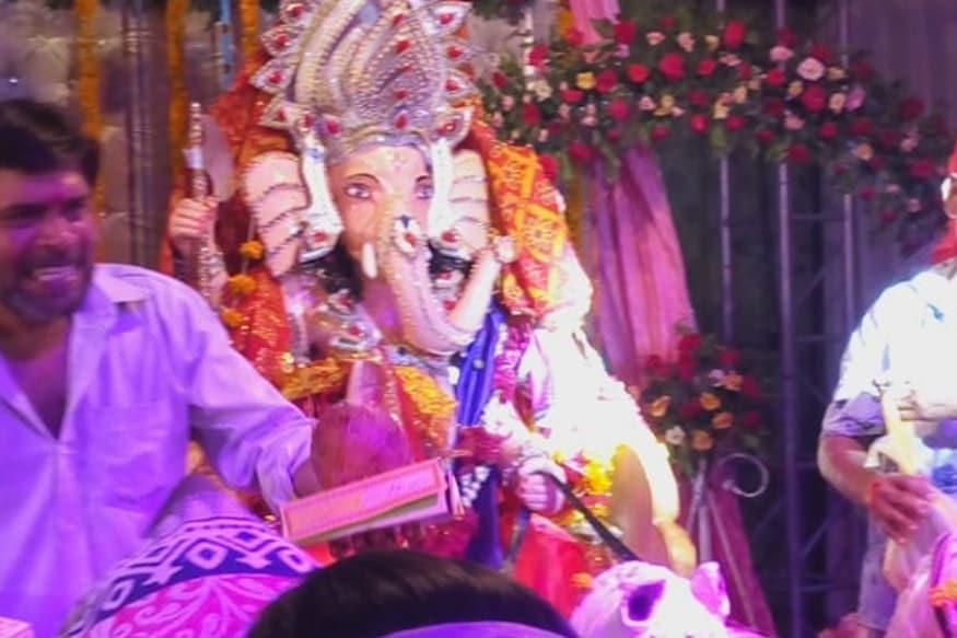 गणेशमठाप्रमाणेच कराचीतल्या स्वामीनारायण मंदिरातही गणपती उत्सव असतो. भव्य गणेशमूर्तीची प्रतिष्ठापना करून सकाळ - संध्याकाळ आरती केली जाते.