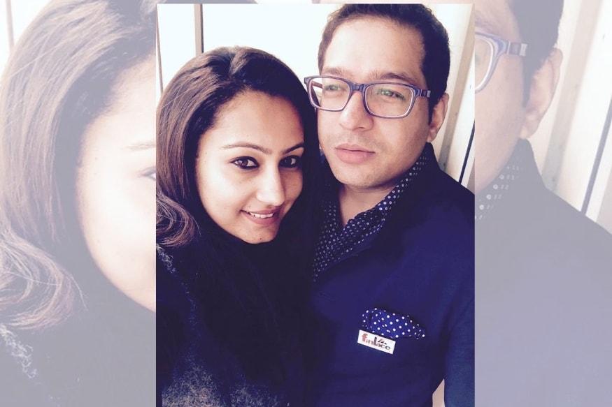 सोनिया धवनवर मित्र देवेंद्र कुमार आणि पती रूपक जैन यांच्या मदतीने पेटीएमच्या संस्थापकांना डेटा लीक करण्याची धमकी दिल्याचा, तसेच त्यांच्याकडे 20 कोटी रुपये मागितल्याचा आरोप आह. या आरोपाखाली सोनियासह तिचा मित्र देवेंद्र आणि ती रुपक या तिघांनाही अटक करण्यात आली आहे.