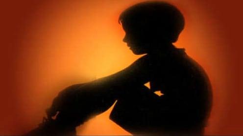 शरीरसंबंधाला नकार, महिलेनं १३ वर्षांच्या मुलाचे जाळले गुप्तांग