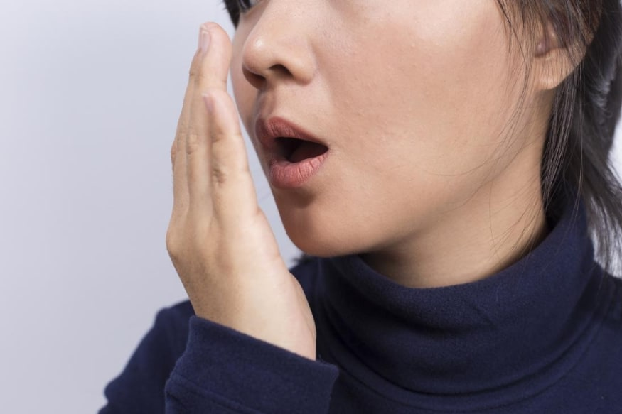 माऊथवॉश कोरोनाव्हायरसपासून संरक्षण देतो? - काही माऊथवॉथ तुमच्या तोंडातील बॅक्टेरियांचा काही मिनिटांसाठी नाश करतात. मात्र यामुळे तुम्हाला कोरोनाव्हायरसपासून संरक्षण मिळले असं नाही.