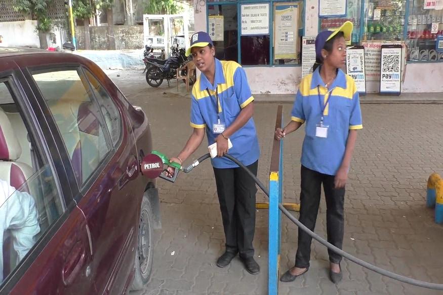 या पेट्रोल पंपावर पेट्रोल भरण्यासाठी सगळ्या महिला कर्मचारी आहेत. ठाणे जिल्ह्यातील महिला कर्मचारी असलेले हे एकमेव पेट्रोल पंप आहे.