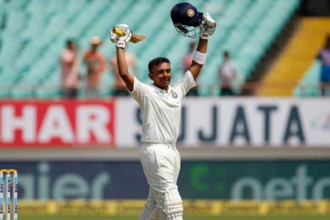 दुसऱ्या डावातही शतक झळकवण्याचं त्याचं स्वप्न अपूर्णच राहिलं. पृथ्वीच्या आधी दोन भारतीय खेळाडूंनी पदार्पणातील पहिल्या दोन कसोटी सामन्यात शतक झळकावले आहे.