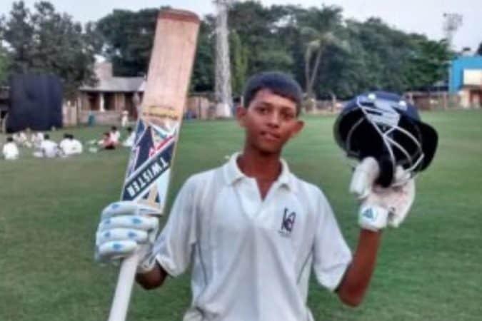 १९ वर्षांखालील टीम इंडियाचे प्रशिक्षक सतीश सामंत यांनी यशस्वीबद्दल सांगितले की, 'यशस्वीला एक खेळआडू म्हणून घडवण्याचं श्रेय त्याचे प्रशिक्षक ज्वाला सिंह यांना जाते. ज्वाला यांनी पहिल्यांदा यशस्वीला आझाद मैदान इथे खेळताना पाहिले.