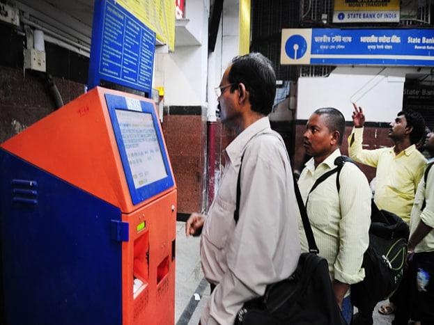 ट्रेनमध्ये जर प्रिमिअम तात्काळ हा पर्याय उपलब्ध असेल तर प्रिमिअम तात्काळने तिकिट बुक करावे. यामुळे तिकिट निश्चित होण्याची शक्यता जास्त आहे.