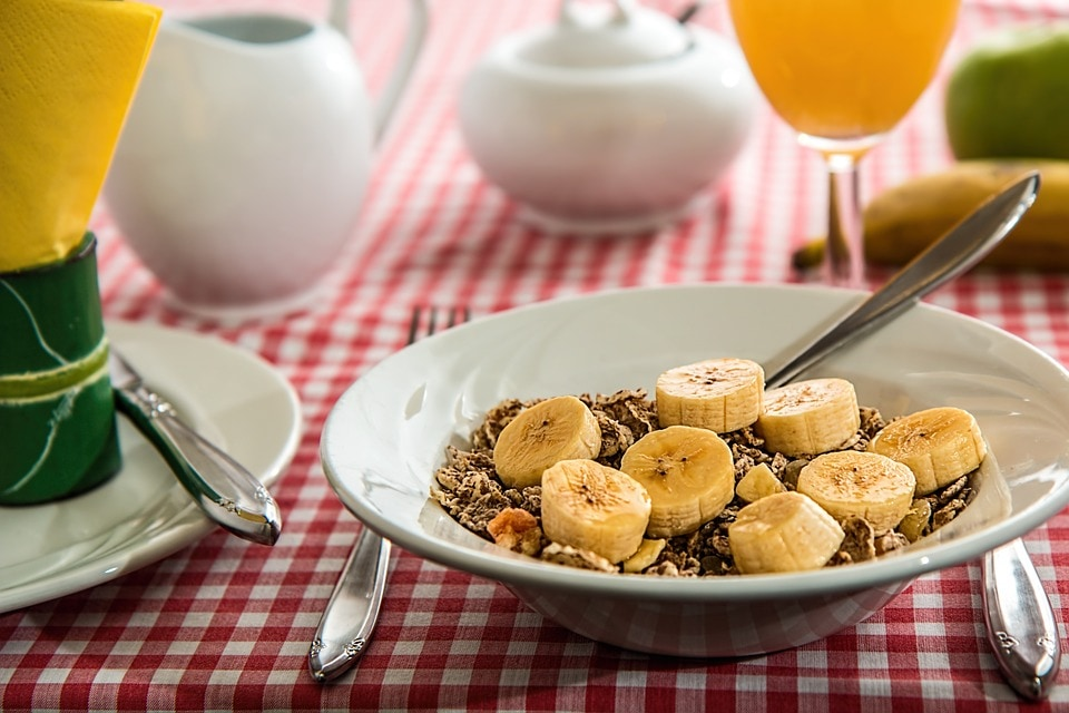 केळ्यामुळेही चांगली झोप येते. याशिवाय डाएटमध्ये मधाचाही वापर करा.