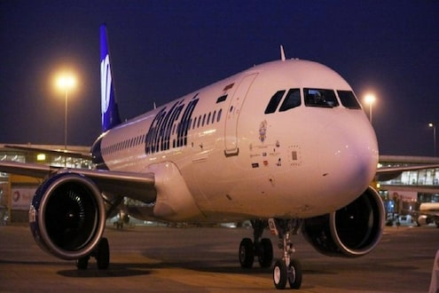 GoAir चा प्रताप...विमानाच्या लँडिंगनंतरही दारं बंद, प्रवाशांचा कोंडला श्वास!