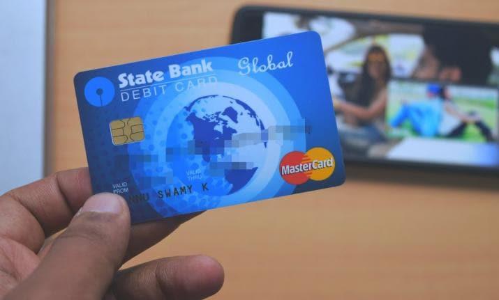 मुलांना बँकेच्या व्यवहाराबाबत फार कमी माहिती असते. त्यामुळे ATM वर त्यांचे फोटो छापल्यानं त्यांना फार कौतुक वाटतं. बँकेमध्ये एटीएमसाठी अर्ज करताना बँक कर्मचाऱ्याला मुलाचा फोटो छापण्याबाबत माहिती द्या. त्यानंतर बँककडून फोटो असलेलं एटीएम कार्ड जारी करण्यात येईल.